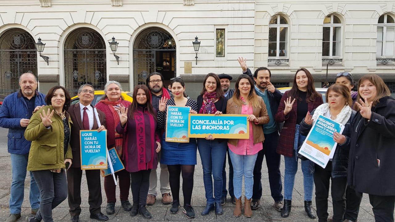 Concejalas y asistentes de la educación piden aplicación de '40 horas' para Santiago