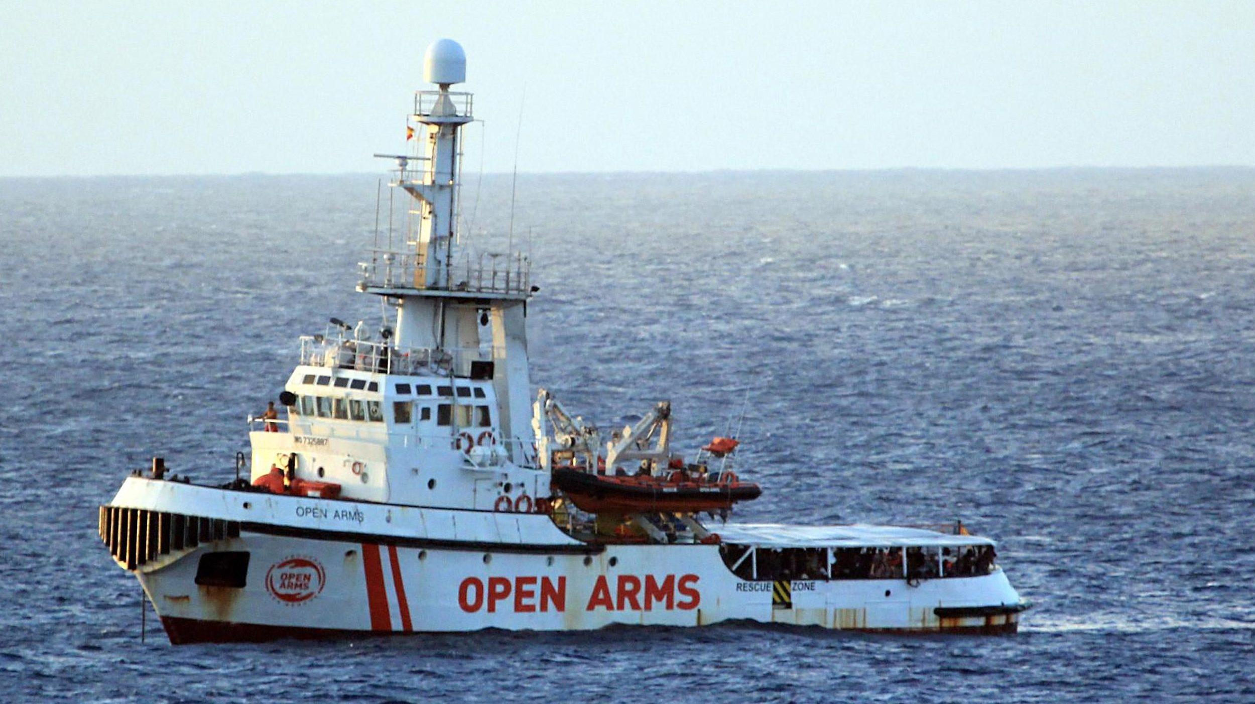 """Fiscalía ordena desembarco de migrantes del Open Arms y Salvini insiste en su férrea política de """"puertos cerrados"""""""