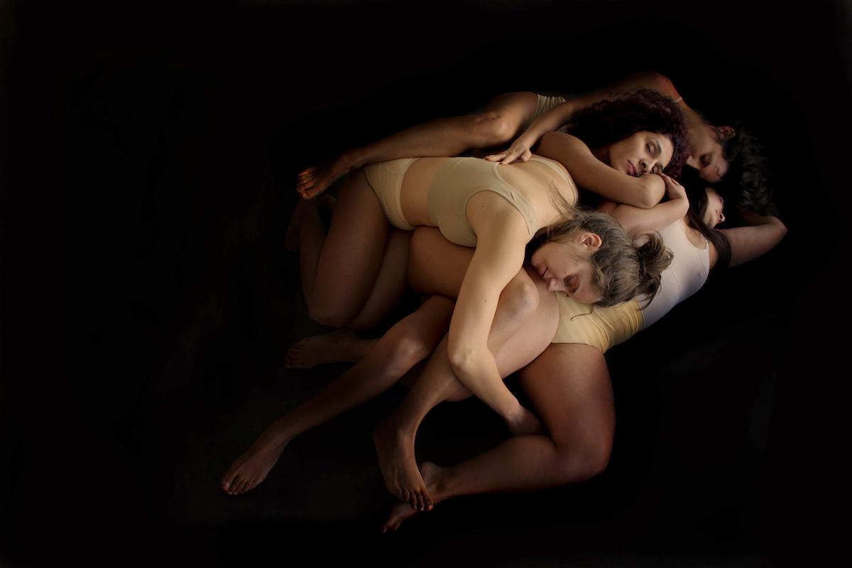 Performance chileno-española sobre imagen social de la mujer llega a Teatro del Puente