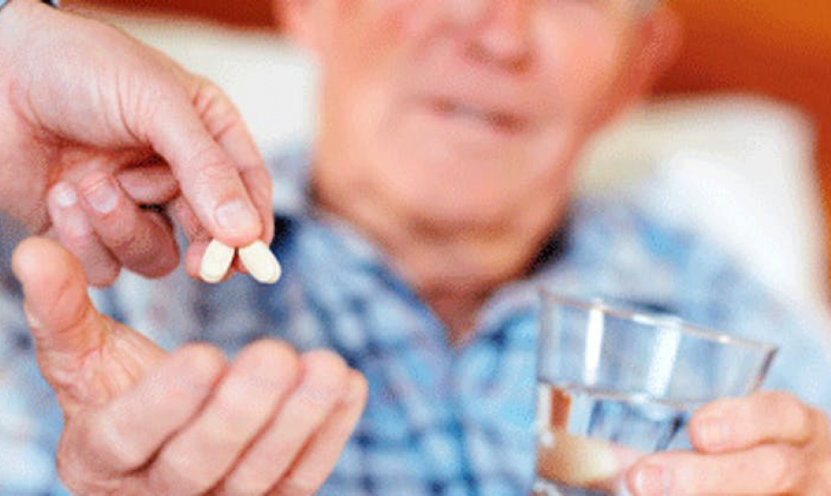 ¿Por qué la mezcla de medicamentos puede ser mortal para los adultos mayores?