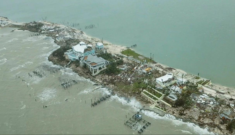 (Fotos) Huracán Dorian deja hasta ahora 23 muertos y una fuerte devastación en Bahamas