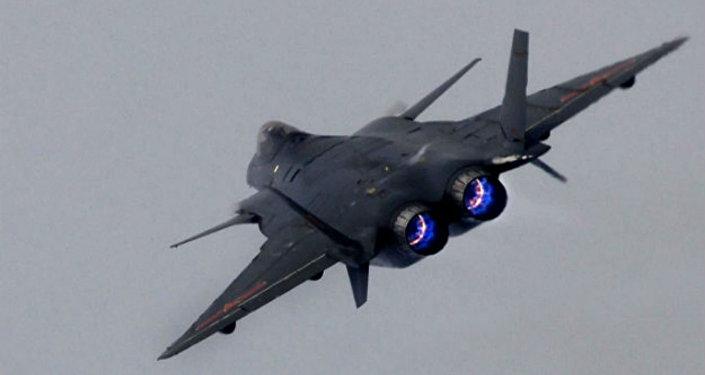 ¡EE. UU. tiembla! China muestra sus avances con el vuelo de siete cazas furtivos J-20 en formación