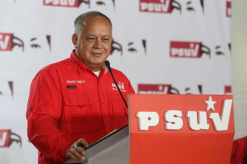 Diosdado Cabello acusa a Colombia de permitir bases paramilitares para atacar Venezuela