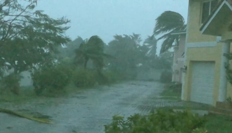 Duro golpe del huracán Dorian en Bahamas deja al menos cinco muertos