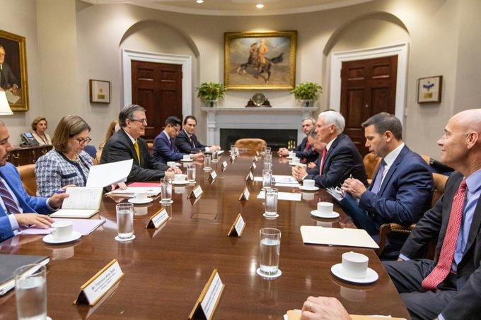 "México califica de ""positiva y amistosa"" reunión con Pence para tratar tráfico de armas"