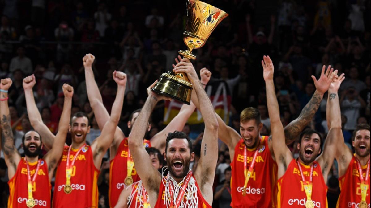 (Video) ¡Hostia! Fuerte golpe en plena celebración de la selección española tras ganar Mundial de baloncesto