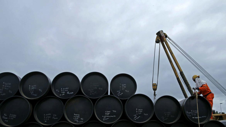 Precios del petróleo suben a más de un cuatro por ciento