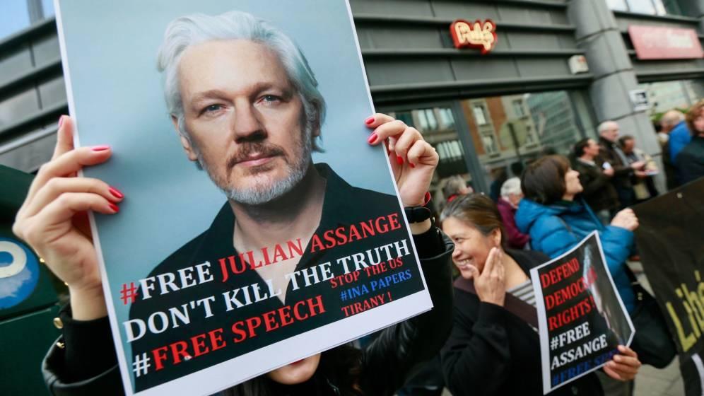 Abogada de Assange alerta del deterioro de la salud de su cliente