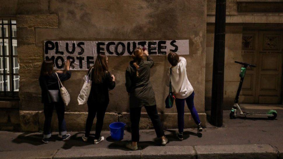 En los muros de París: Movimientos feministas denuncian la violencia de género