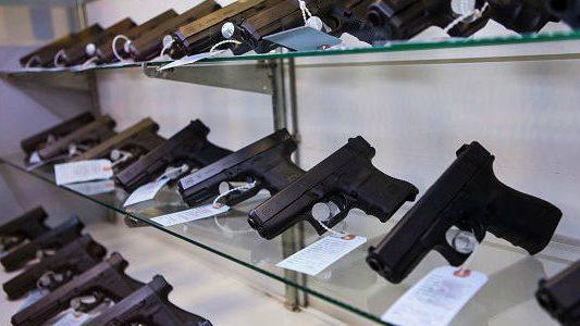 En 11 condados de Florida los maestros irán a clases portando sus armas