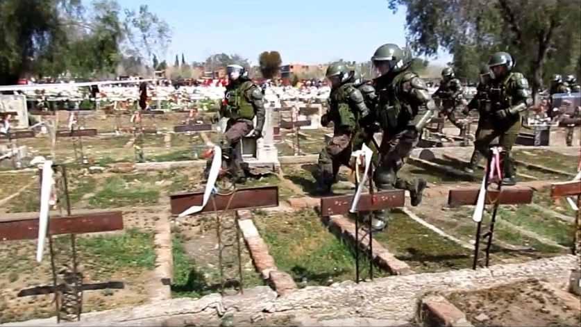 Video muestra a FFEE pisando y gaseando sobre tumbas de víctimas de la dictadura