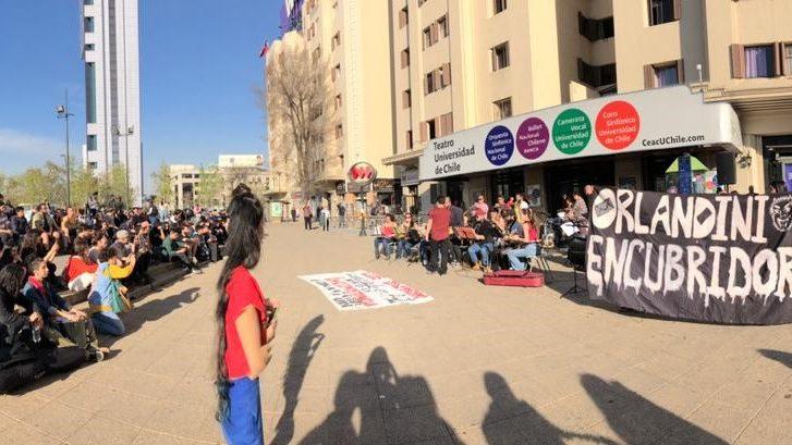 Crece presión para renuncia de decano de Artes de la Universidad de Chile