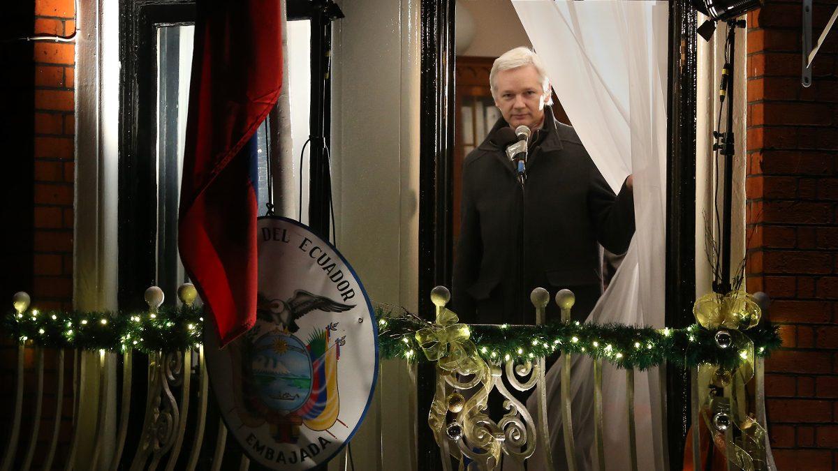 Con cámaras y micrófonos láser: CIA contrató empresa española para espiar a Assange en Londres