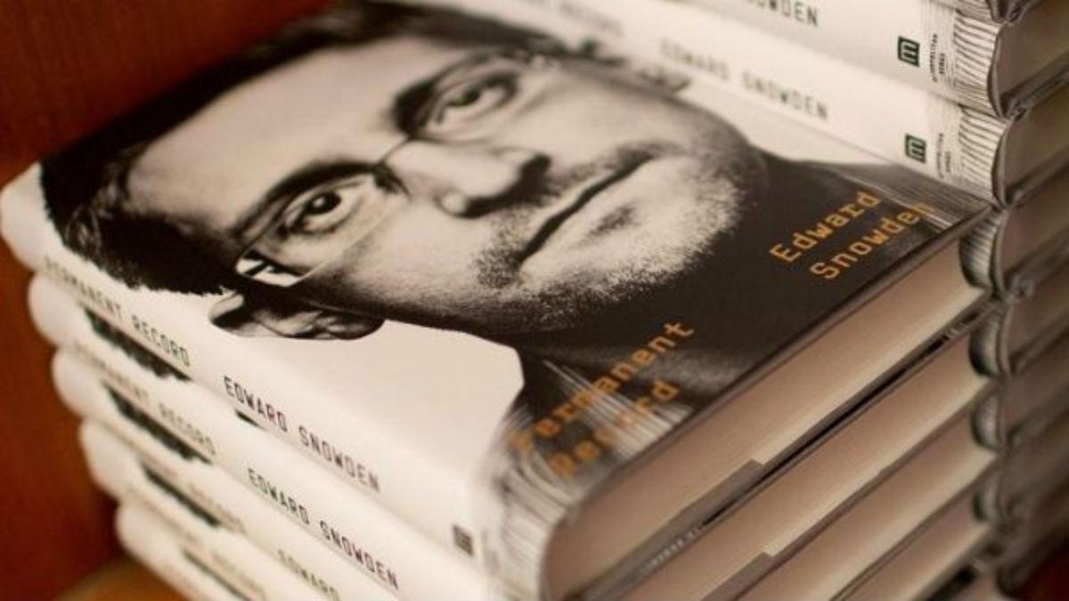 EE.UU. demanda a Snowden por publicar libro sin revisión previa