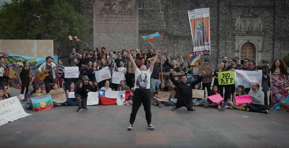 """Comunidad chilena en Ciudad de México abraza a nuestro pueblo con emotiva versión de """"El Derecho de Vivir en Paz"""""""