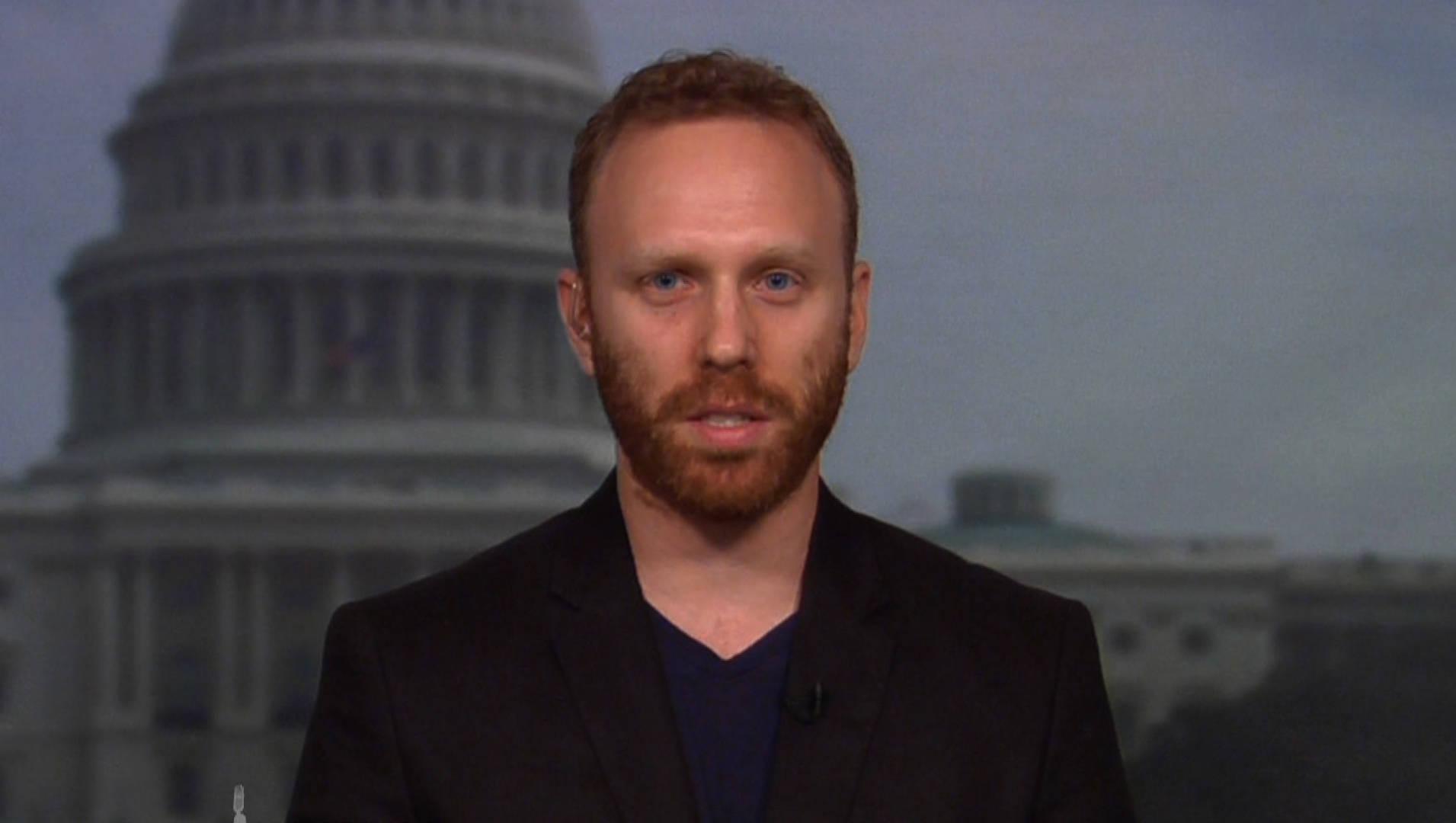 Detienen al periodista Max Blumenthal por develar violencia de la derecha durante asedio a embajada venezolana en Washington