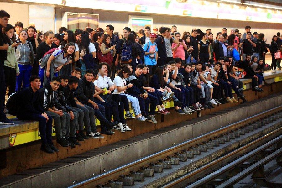 Congreso: Diputados aprueban proyecto que suspende alza de los pasajes en el Metro de Santiago