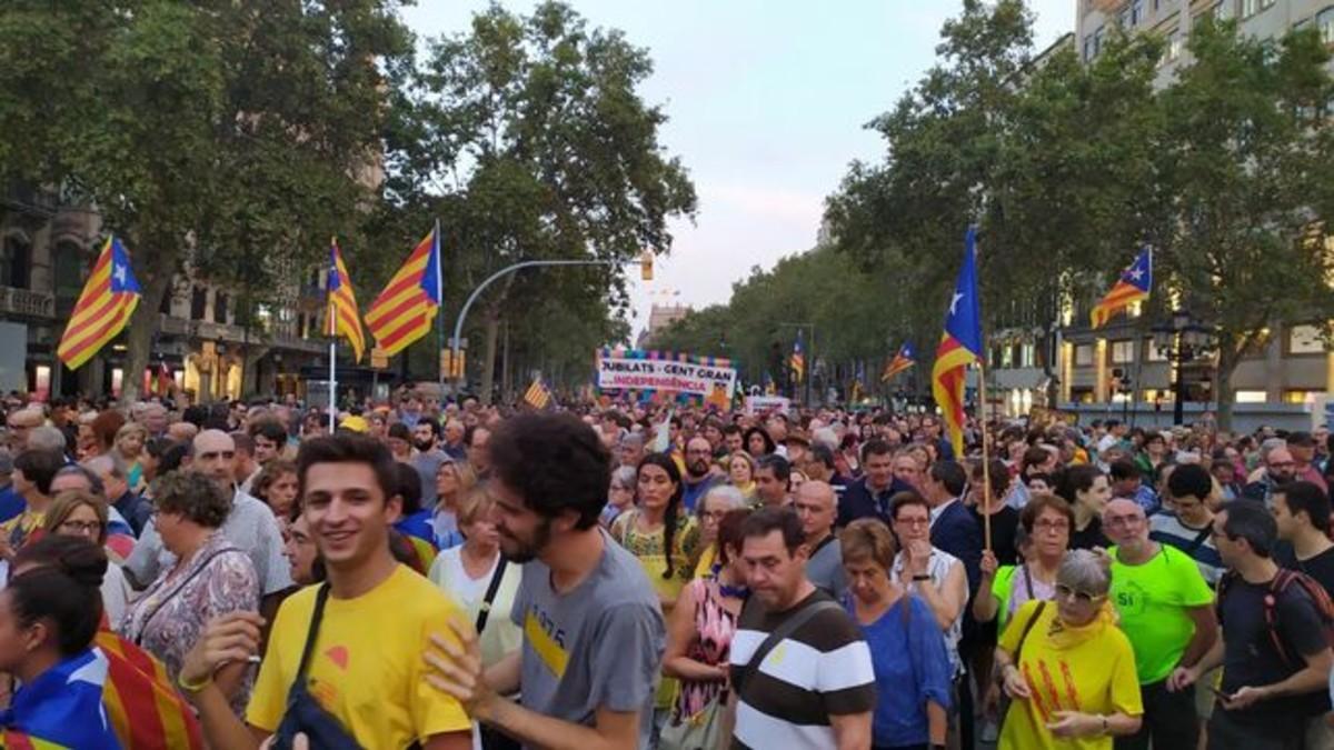 (Video) Miles de manifestantes en toda Cataluña conmemoraron el segundo aniversario del referéndum