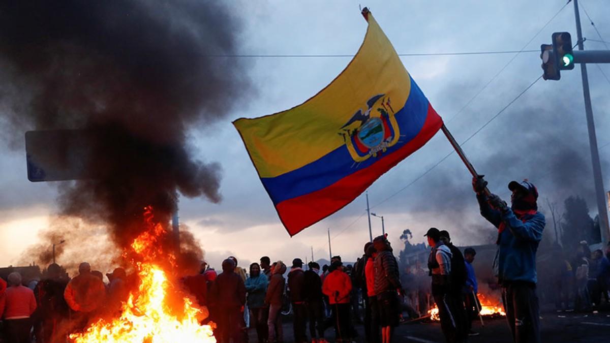 (Videos) Emergencia en Ecuador: Indígenas y civiles llegan a Quito para rechazar el paquetazo económico
