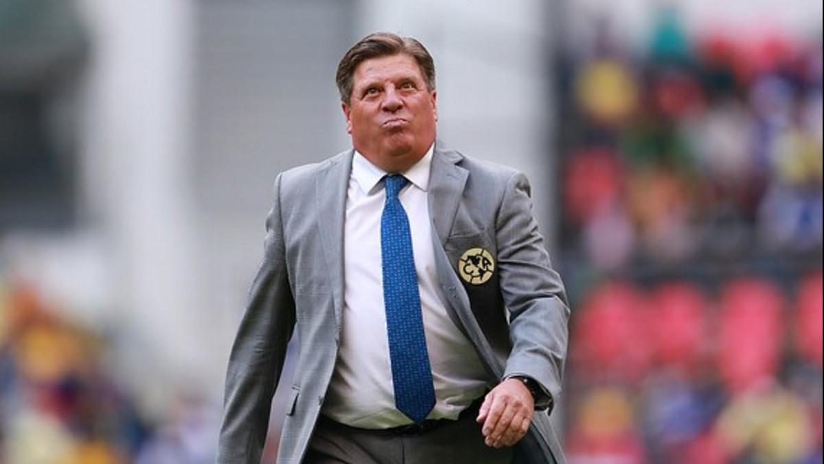 Suspendido por tres partidos técnico mexicano tras comentarios homofóbicos