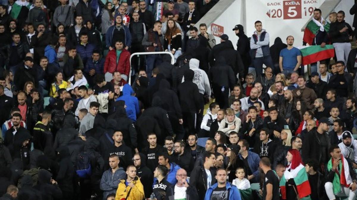 ¡Confirmado! Partido a puerta cerrada y millonaria multa para Bulgaria por actos racistas