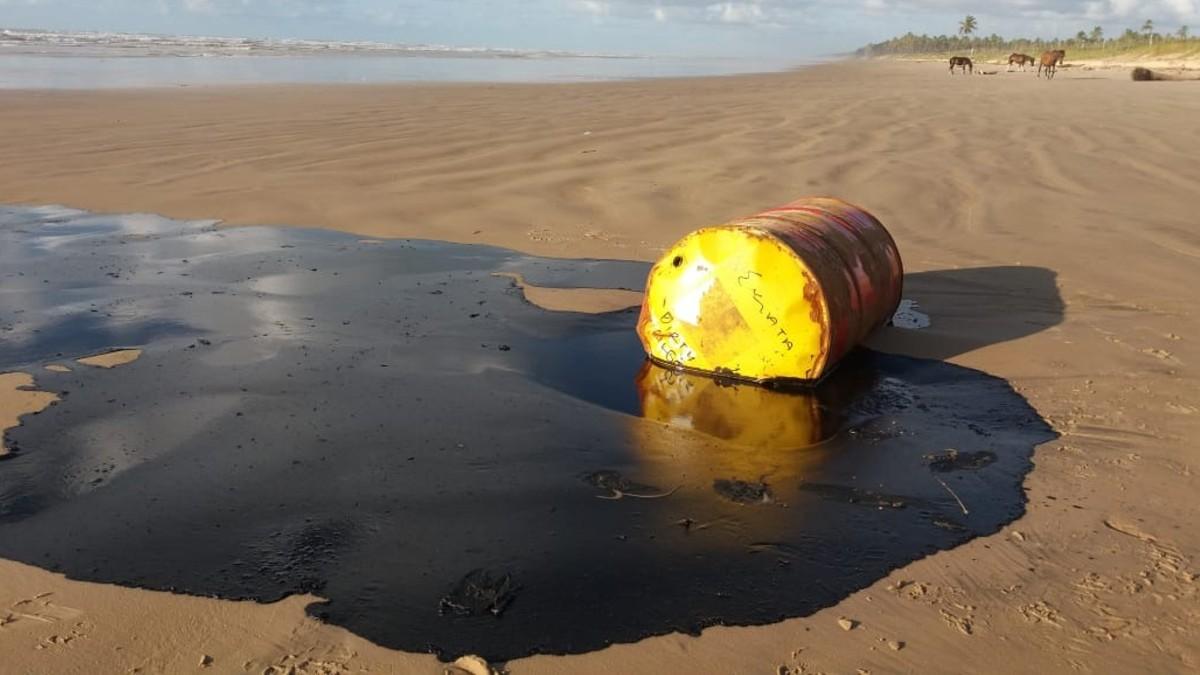 A Brasil se le escapa de las manos el control del derrame de petróleo en sus costas