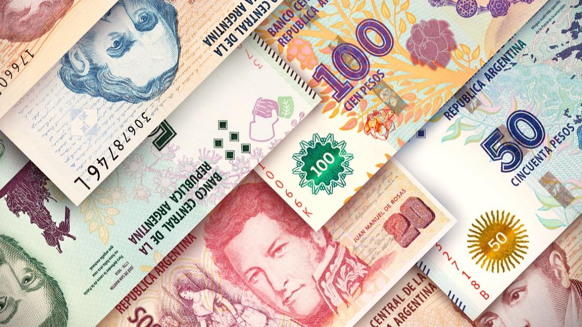 Argentina: El peso se devalúa 4 % frente al dólar a tres días de las elecciones