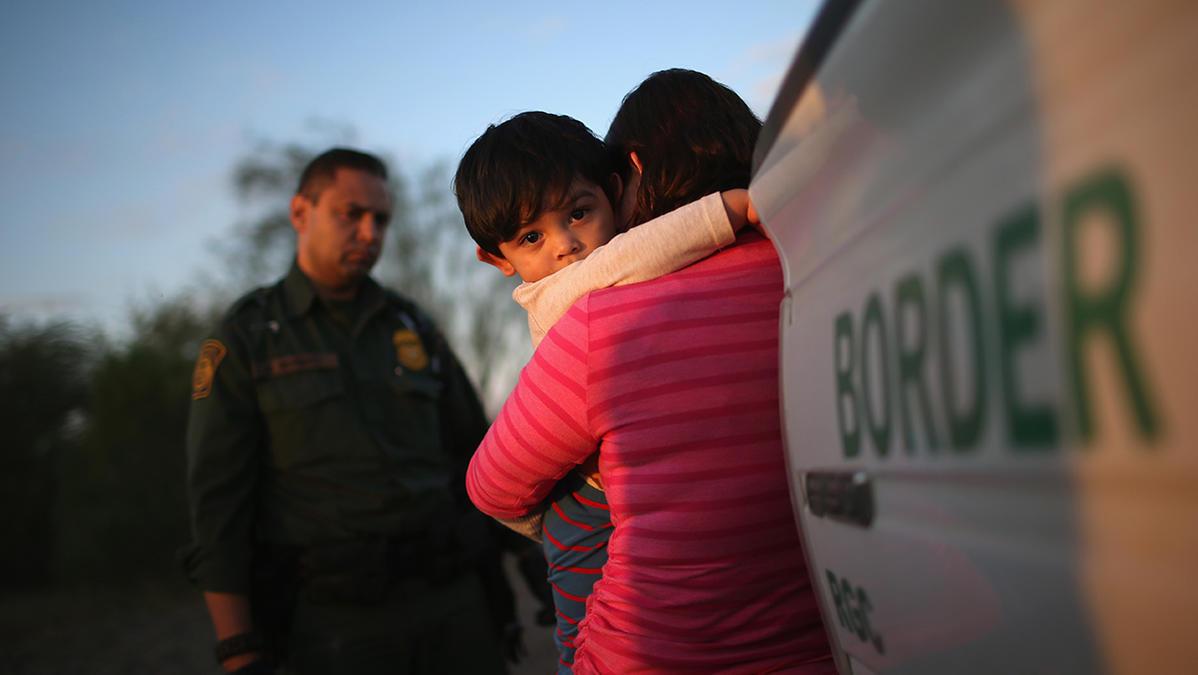Crece cifra de niños separados de sus familias en la frontera entre EE.UU.  y México