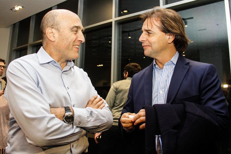 Martínez y Lacalle Pou se enfrentarán en segunda vuelta por la presidencia de Uruguay