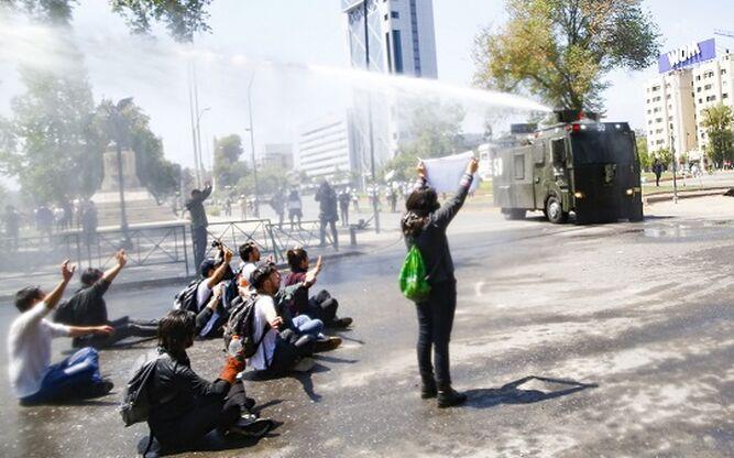 Querella en Cañete: «Mi representado fue  agredido por una escopeta que lanza bombas lacrimógenas»