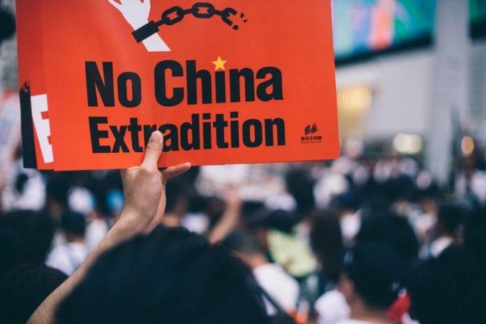 Hong Kong prohibirá contenido en Internet que promueva la violencia