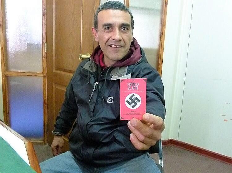 """El fundador de la escuela nazi """"Augusto Pinochet"""" que se coló en las asambleas ciudadanas"""