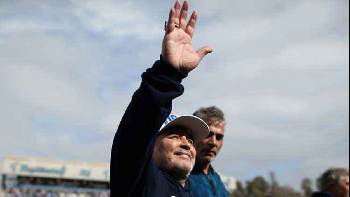 Maradona dimite como técnico del Gimnasia