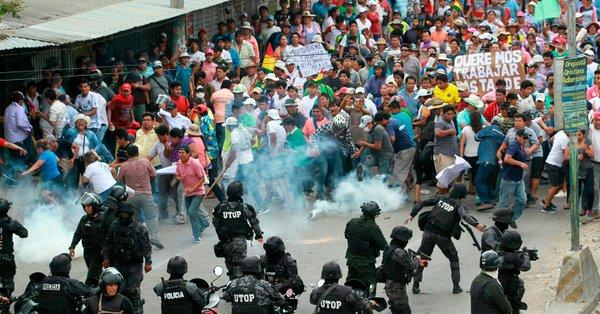 (Videos aficionados) Bolivianos heridos denuncian violencia por parte de policías