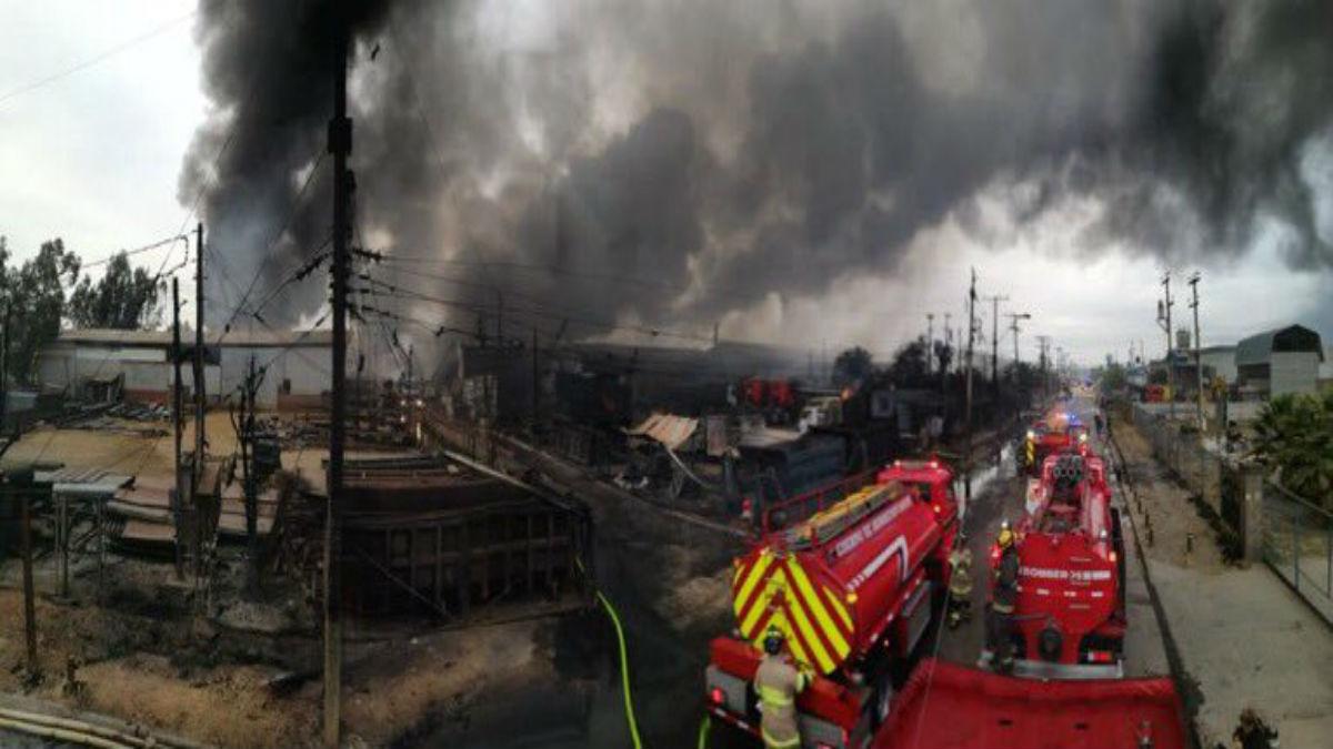 Suspenden las clases en Lampa y Colina por gigantesco incendio