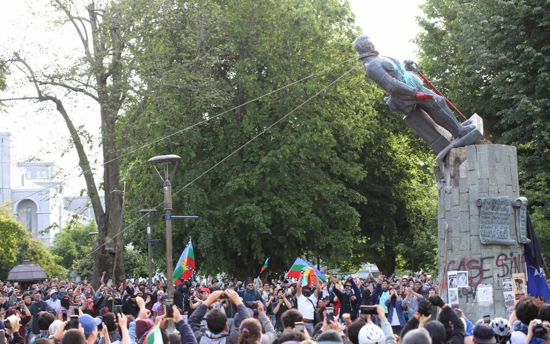 Concepción: Derriban emblemática estatua del conquistador español Pedro de Valdivia - El Ciudadano