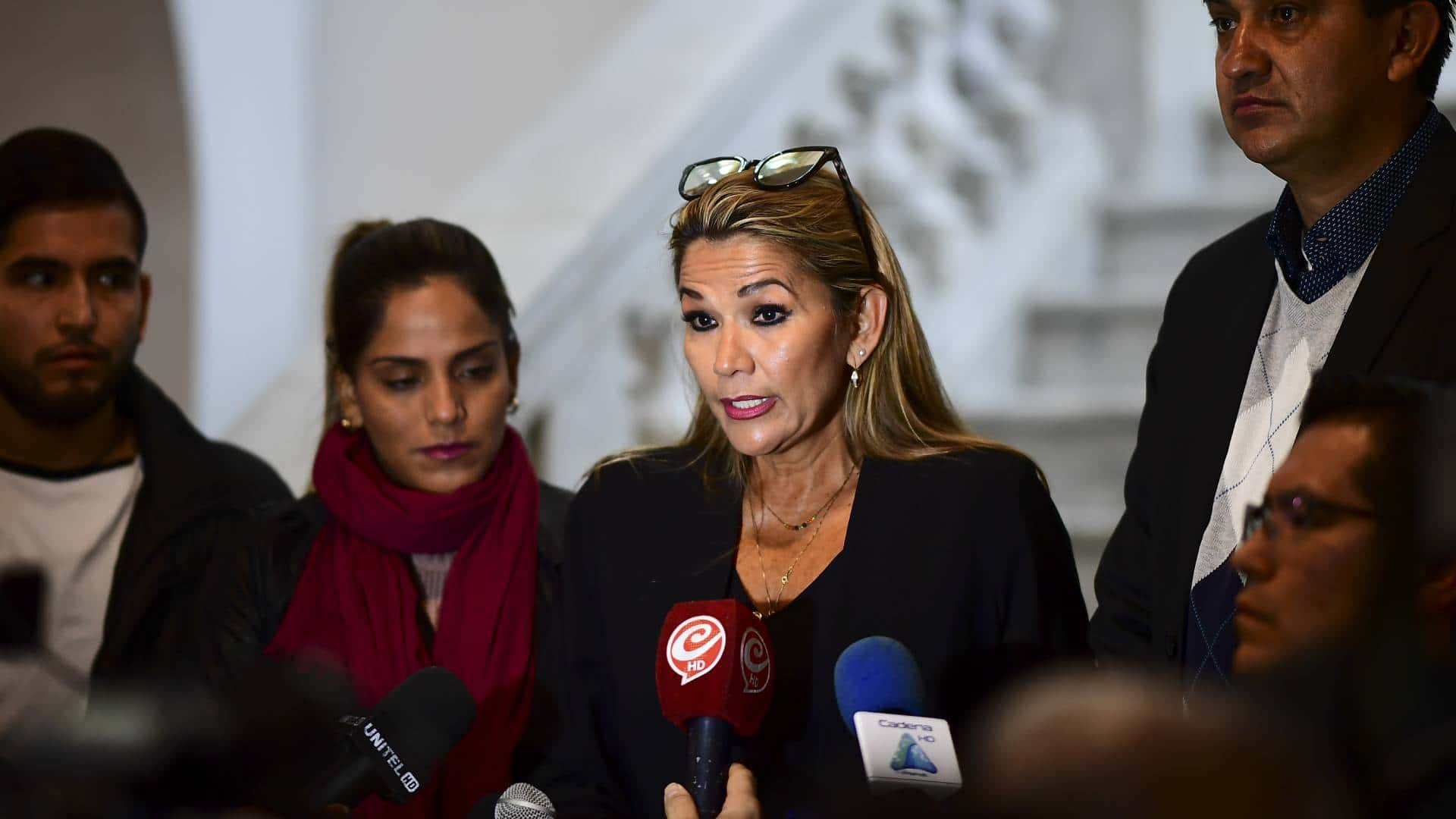 """Resultado de imagen para Jeanine Añez recibe respaldo de EEUU tras asumir la presidencia de Bolivia"""""""