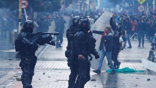 Colombia: Agentes del Esmad reprimieron a manifestantes en el centro de Bogotá