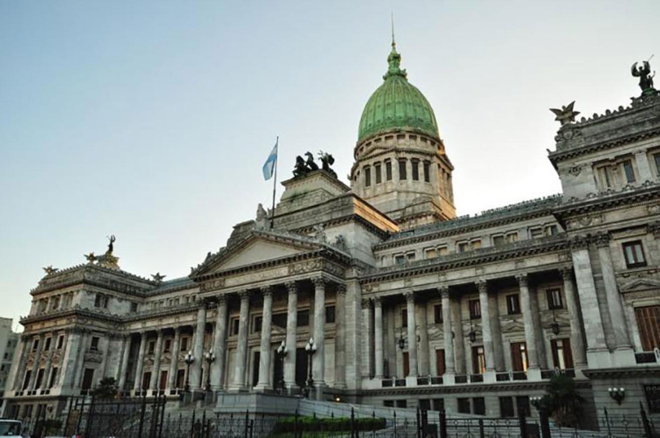 Argentina: Congreso congela por 180 días aumentos salariales de legisladores