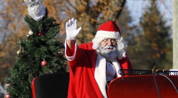 Un «Santa Claus» roba miles de dólares y los arroja en la calle gritando»Feliz Navidad»