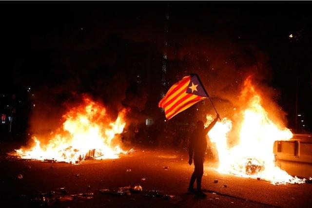 Independentistas heridos al frente del Camp Nou dejó clásico del fútbol español