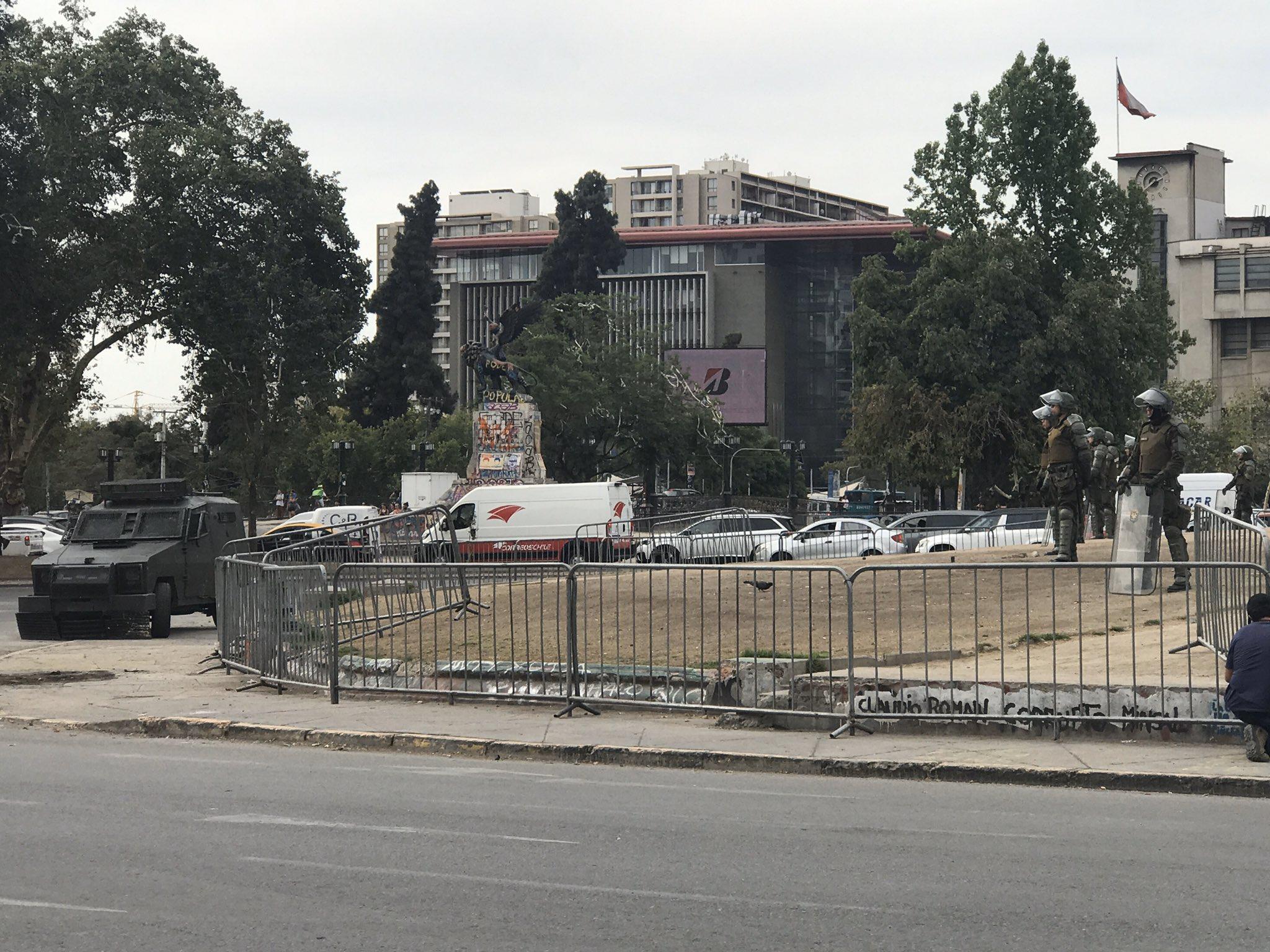 """""""Nadie le avisó al intendente que la dictadura terminó"""": Académico de DDHH realiza advertencia ante Plaza de la Dignidad sitiada"""