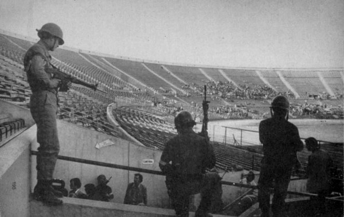 Condenan al Fisco a pagar indemnización a funcionaria del Registro Civil torturada en el Estadio Nacional en 1973