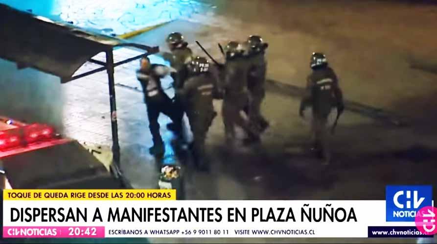 Revocan prisión preventiva a 5 carabineros acusados de torturas a manifestante en Plaza Ñuñoa