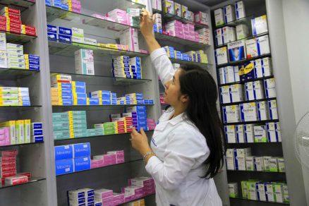 Trabajadores denuncian numerosas prácticas indebidas en farmacias Salcobrand, Cruz Verde y Ahumada