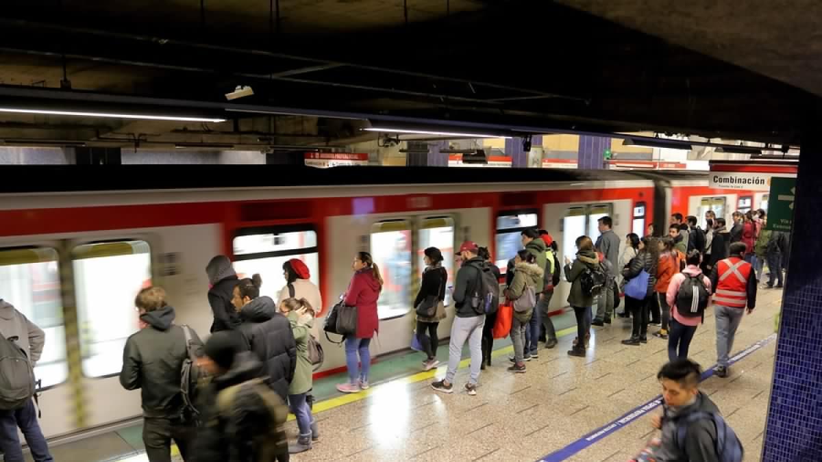 Sindicatos del Metro de Santiago se movilizan este miércoles tras no pago del «Bono Transantiago»