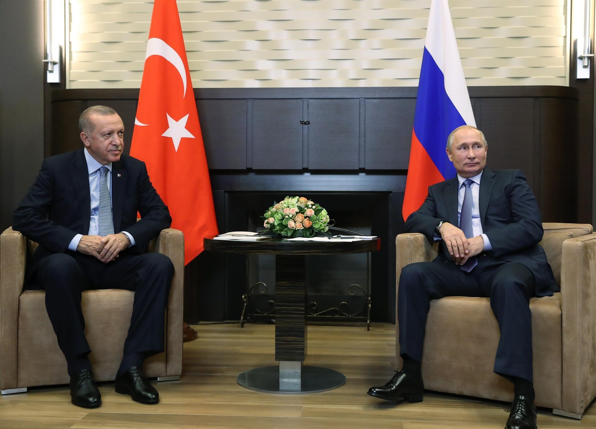 Putin y Erdogan llaman a cumplir plenamente los acuerdos sobre Siria