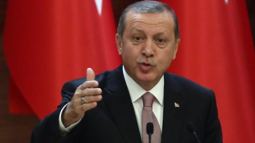 Erdogan exhorta a los turcos a boicotear productos franceses