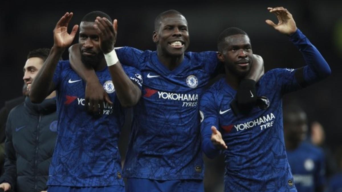Jugadores exigen investigar racismo en fútbol inglés
