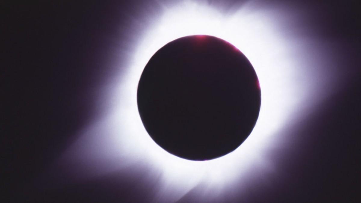 (Video) Majestuoso eclipse solar despide este 2019